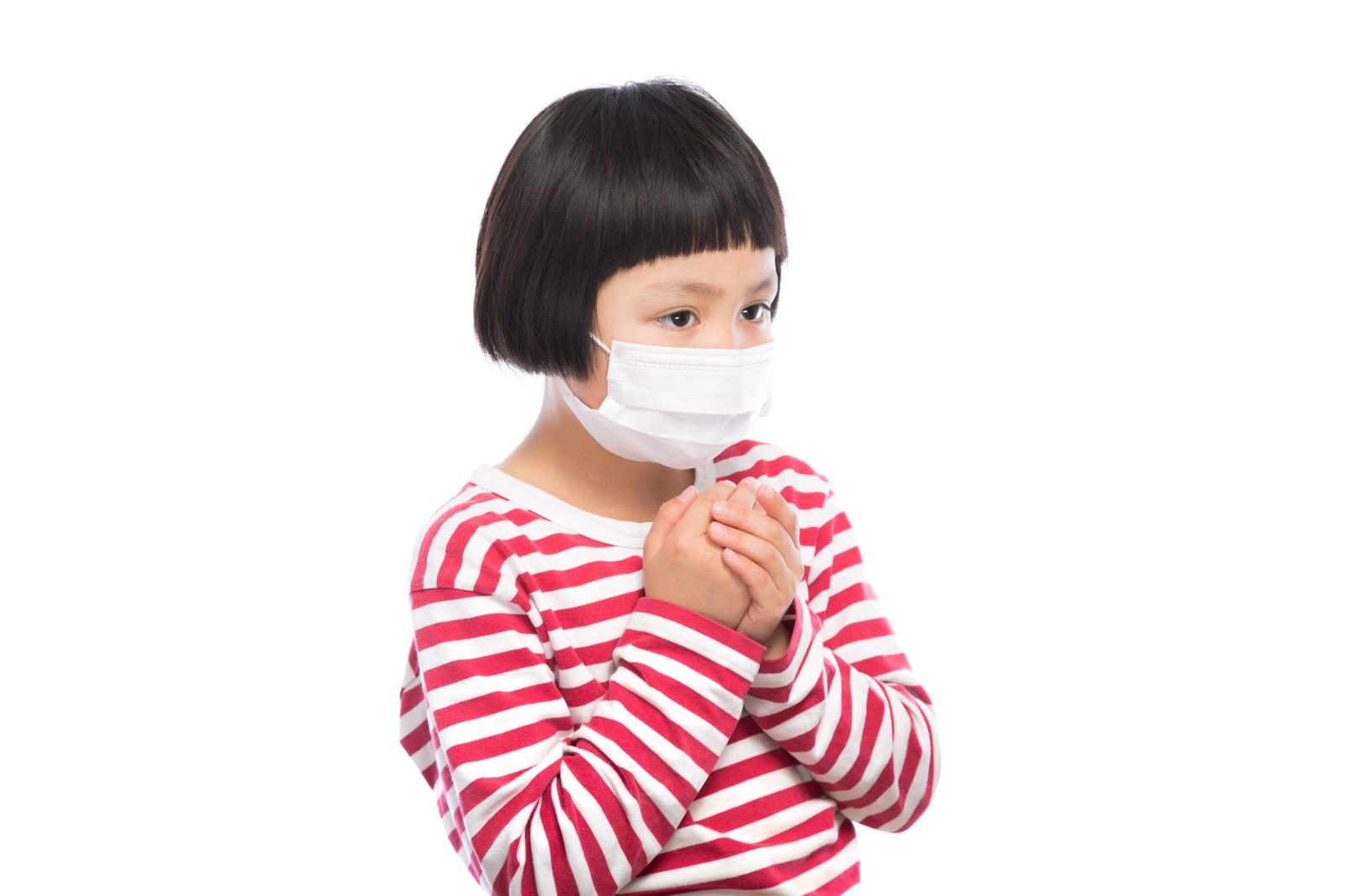 受付に立つ医療事務はインフルエンザシーズンでもマスク着用禁止の謎